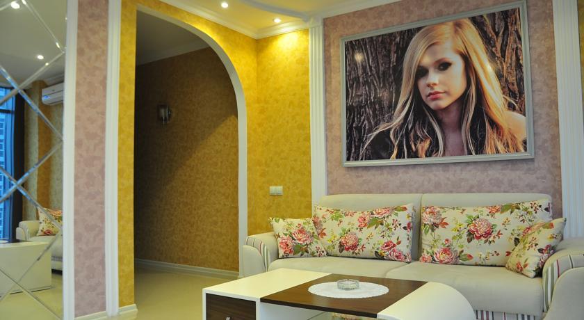Уютный номер Люкс в стиле Рок, с видом на море в Батуми фото 18 - Rock Hotel