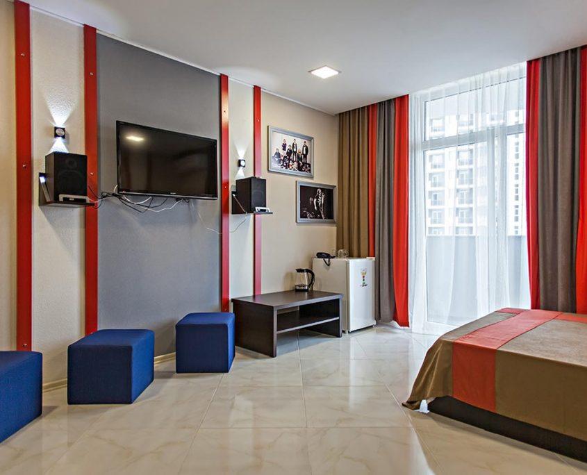 Недорогой и уютный стандартный номер в стиле Рок, с видом на море в Батуми фото 2 - Rock Hotel
