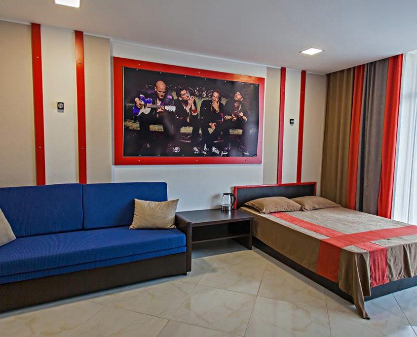 Недорогой и уютный стандартный номер в стиле Рок, с видом на море в Батуми фото 3 - Rock Hotel