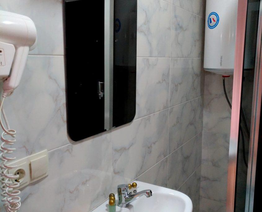 Уютный номер Люкс в стиле Рок, с видом на море в Батуми фото 9 - Rock Hotel