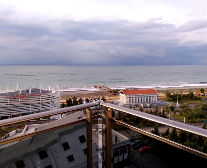 Уютный номер Люкс в стиле Рок, с видом на море в Батуми фото 10 - Rock Hotel