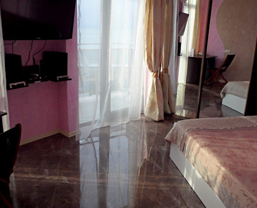 Уютный номер Люкс в стиле Рок, с видом на море в Батуми фото 6 - Rock Hotel