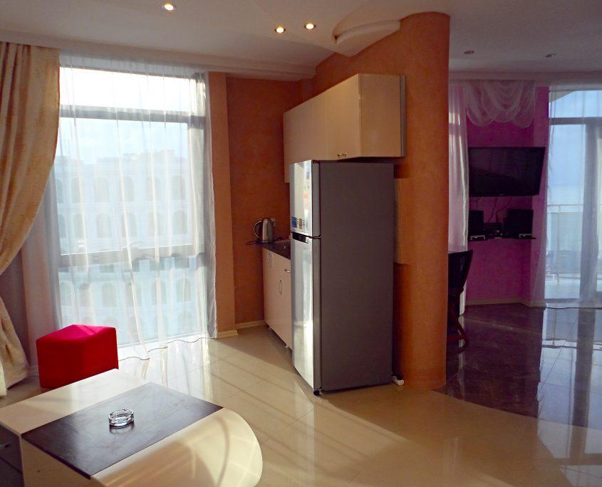 Уютный номер Люкс в стиле Рок, с видом на море в Батуми фото 3 - Rock Hotel