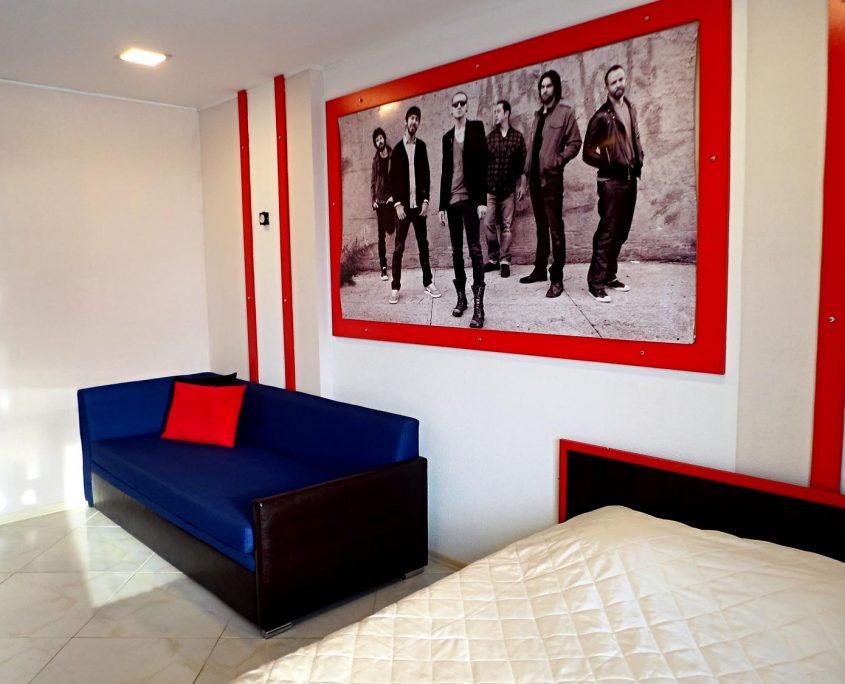 Недорогой и уютный стандартный номер в стиле Рок, с видом на море в Батуми фото 13 - Rock Hotel