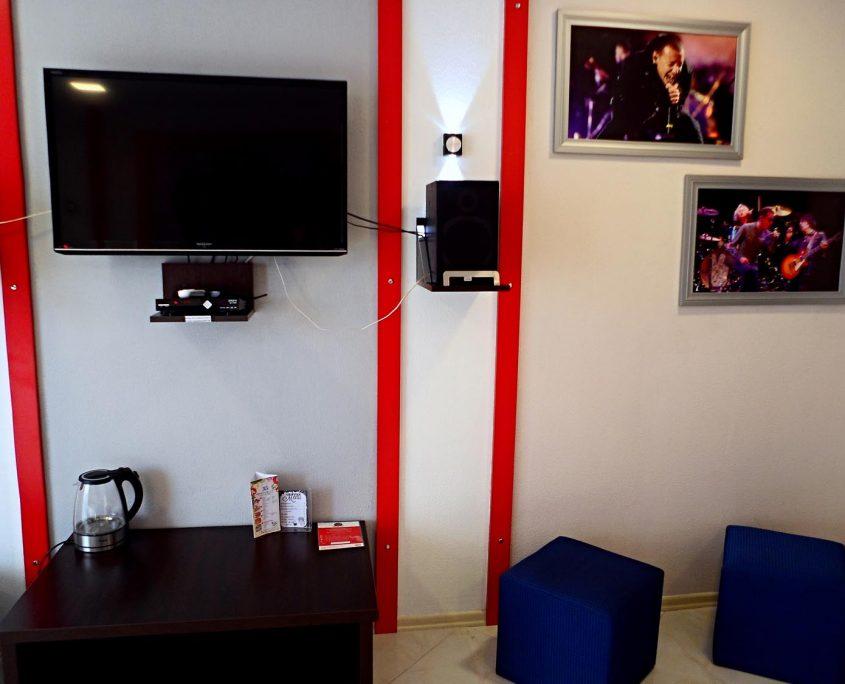 Недорогой и уютный стандартный номер в стиле Рок, с видом на море в Батуми фото 16 - Rock Hotel
