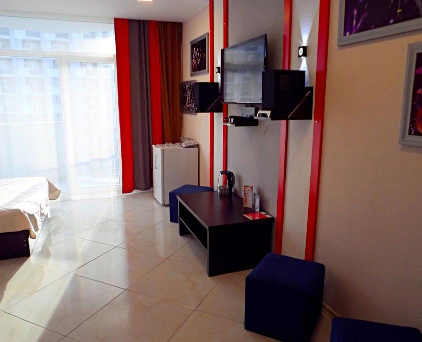 Недорогой и уютный стандартный номер в стиле Рок, с видом на море в Батуми фото 17 - Rock Hotel