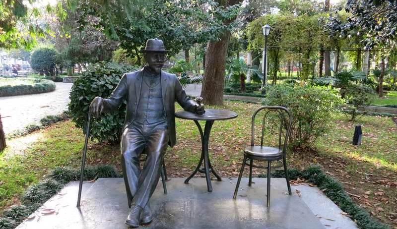 Памятник Михаилу Д`Альфонсу в Батуми