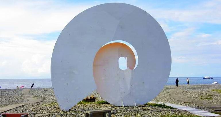 Памятник интернету в Батуми