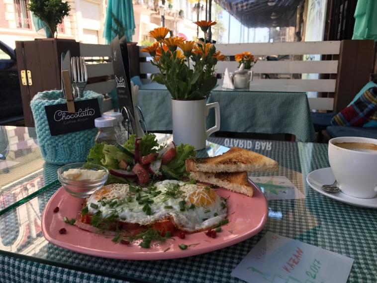 Завтрак в кофейне-кондитерской Chocolatte coffe-room в Батуми