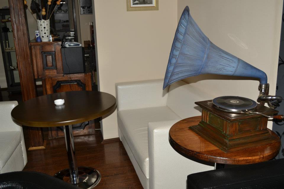 Ретро-дизайн в Espresso Bar Sinatra в Батуми