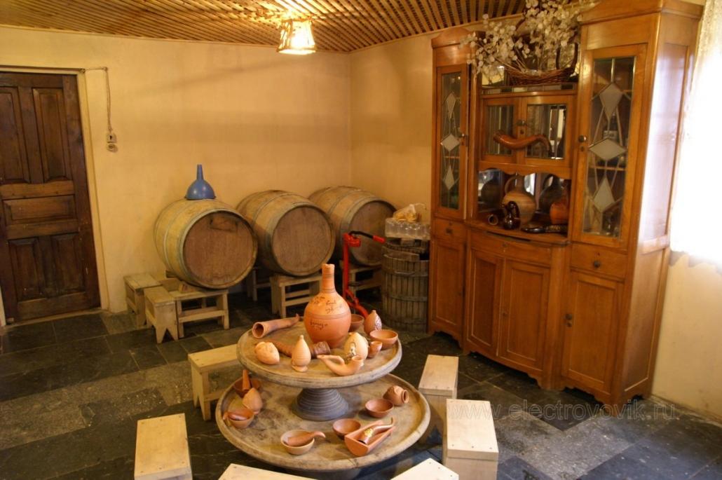 Винный дом Нодара Шарвашидзе находится в 45 км от центра Батуми