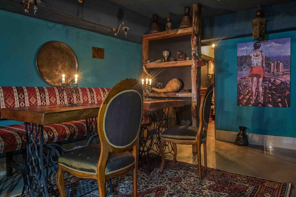 В самом городе Батуми можно пойти на дегустацию вина, а потом отдохнуть в отеле Rock Hotel First Line вина в